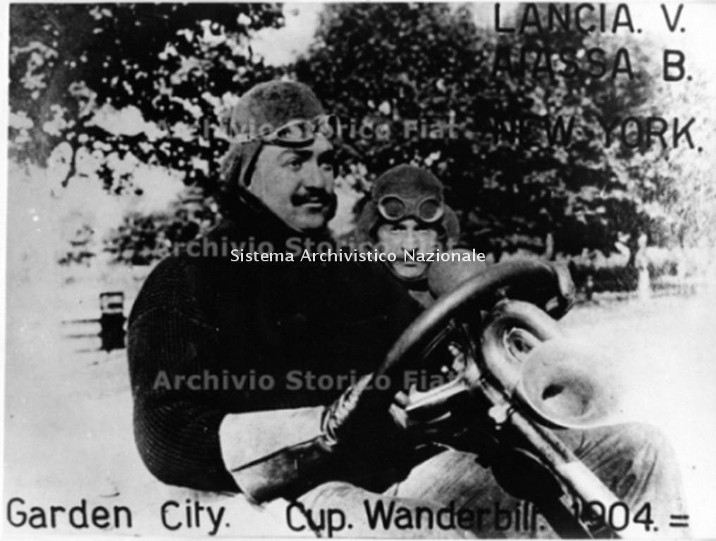 Garden City, Cup Wanderbilt 1904. Vincenzo Lancia e B. Aiassa alla Coppa Vanderbilt, New York 1904 (Archivio e centro storico Fiat, Archivio iconografico)