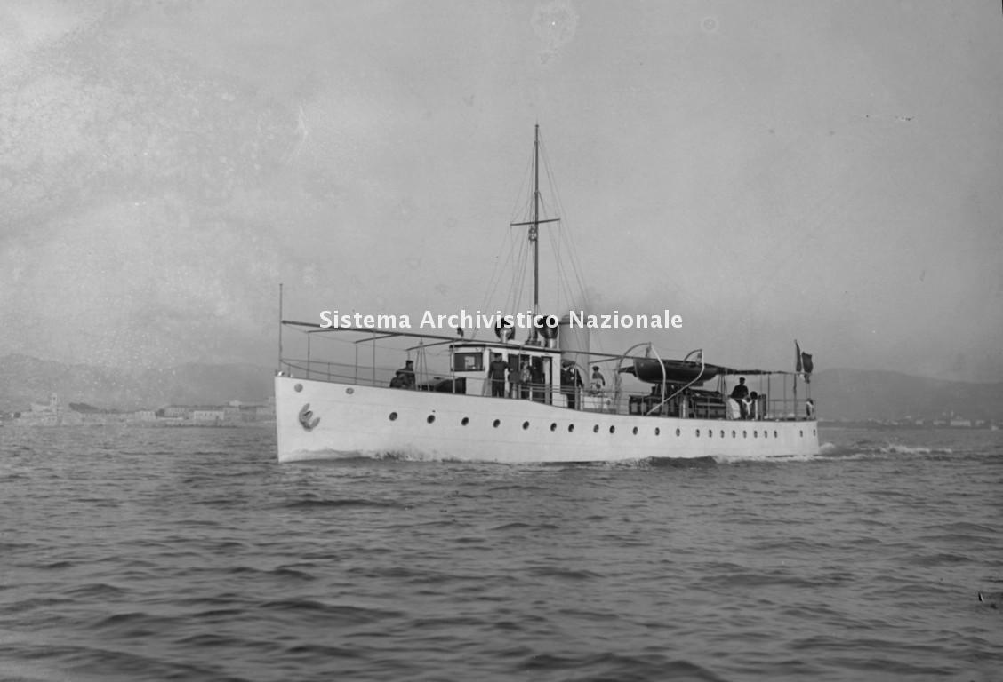 Cantieri navali Luigi Orlando, yacht Makook III in navigazione, Livorno 1914