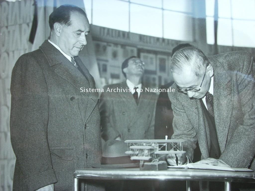 Gianni Caproni e l'ambasciatore giapponese Horikiri Zambei, 1942