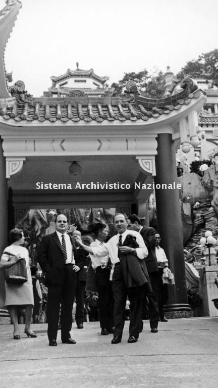 Raimondo Guzzini e Oliviero Pigini, Hong Kong 1965 ca