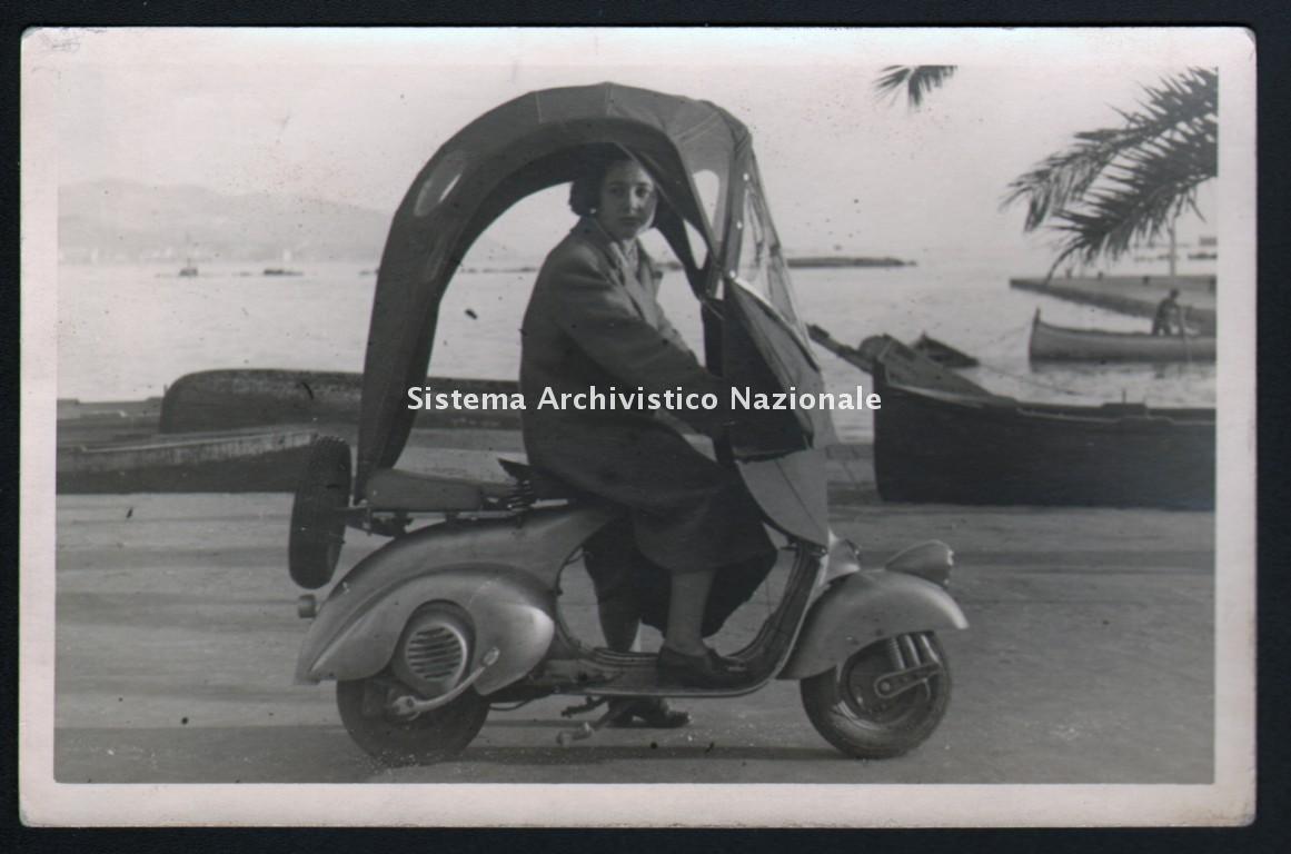 Piaggio, Vespa con accessori, 1948