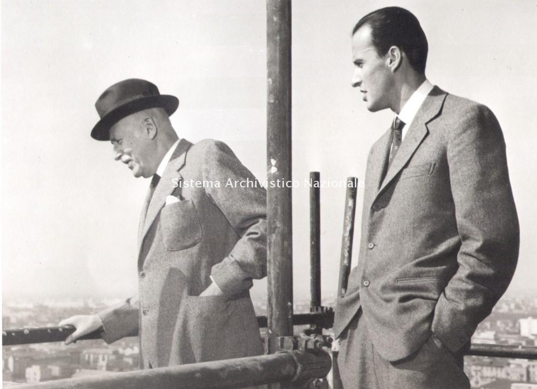 Alberto e Leopoldo Pirelli sul grattacielo Pirelli, Milano 1959