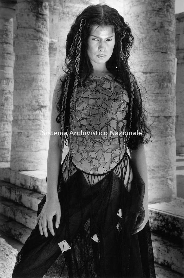 Marella Ferrera, abito di tulle di lana, Calatafimi 1999