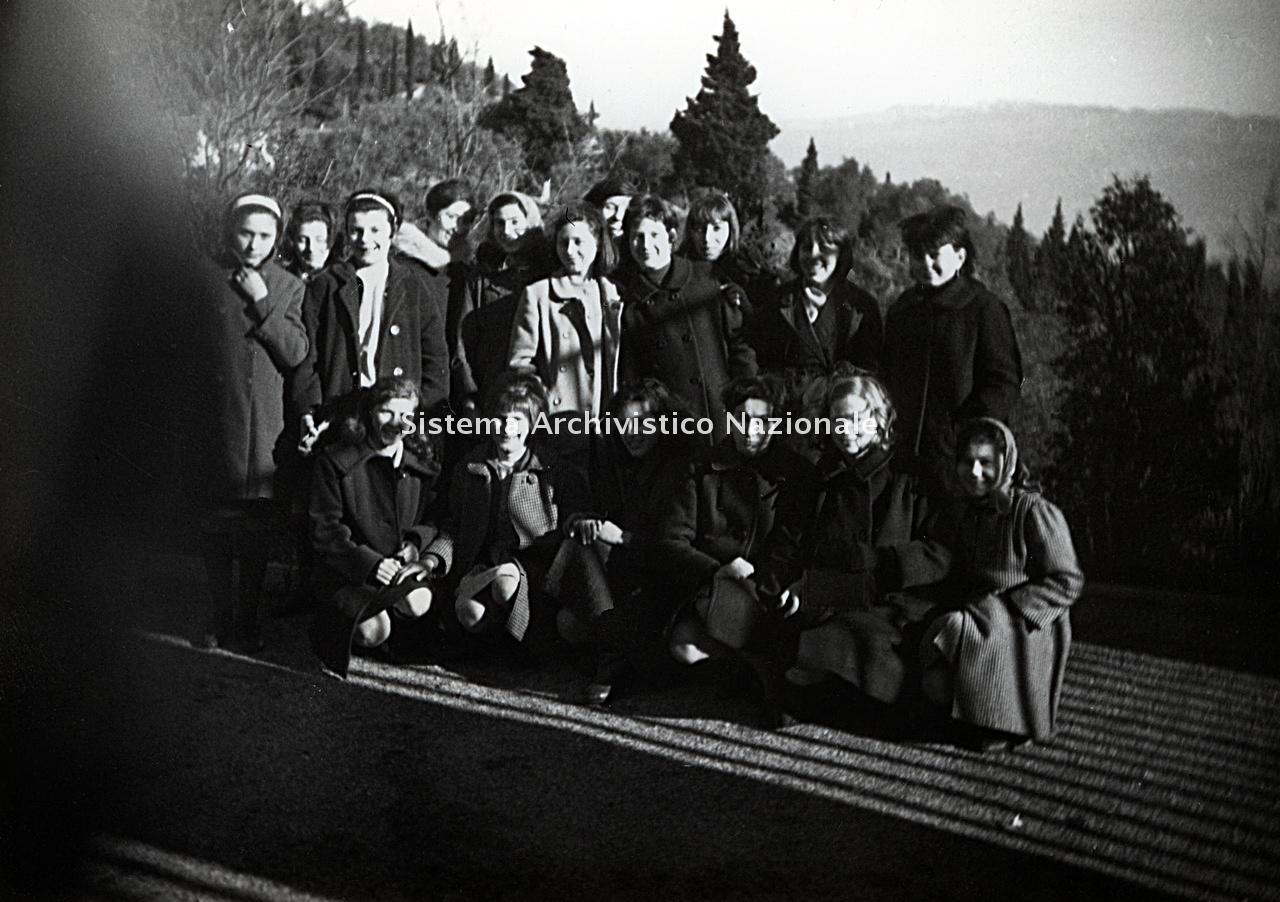 Archivio di Stato di Bergamo, Ispettorato provinciale dell'alimentazione, Ispettorato provinciale dell'agricoltura, Schedario fotografico dell'ex Servizio provinciale Foreste e Alimentazione (1961/1983),1.1: Attività di economia domestica rurale, ---, 2_1.1-005