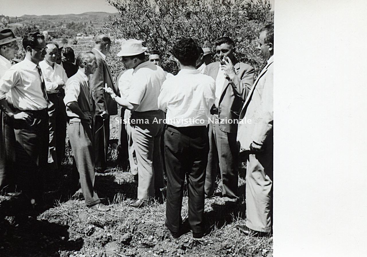 Archivio di Stato di Bergamo, Ispettorato provinciale dell'alimentazione, Ispettorato provinciale dell'agricoltura, Schedario fotografico dell'ex Servizio provinciale Foreste e Alimentazione (1961/1983),2: Gite d'istruzione, ---, 2_2-001