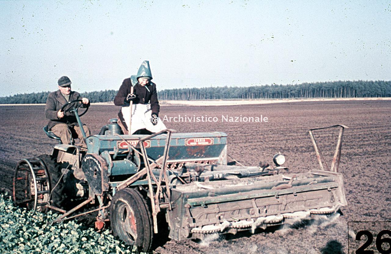 Archivio di Stato di Bergamo, Ispettorato provinciale dell'alimentazione, Ispettorato provinciale dell'agricoltura, Schedario fotografico dell'ex Servizio provinciale Foreste e Alimentazione (1961/1983),6: Réclame , Az. fertilizzanti Kali (Hannover), 2_6-014