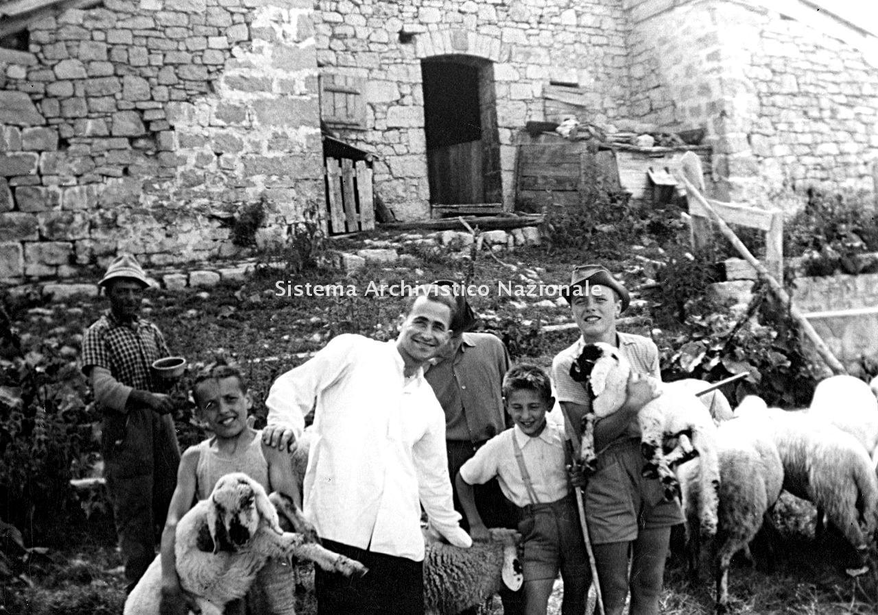 Archivio di Stato di Bergamo, Ente Nazionale per la Protezione Morale del Fanciullo, 9.3 Fotografie non collegate a documenti, 2/104
