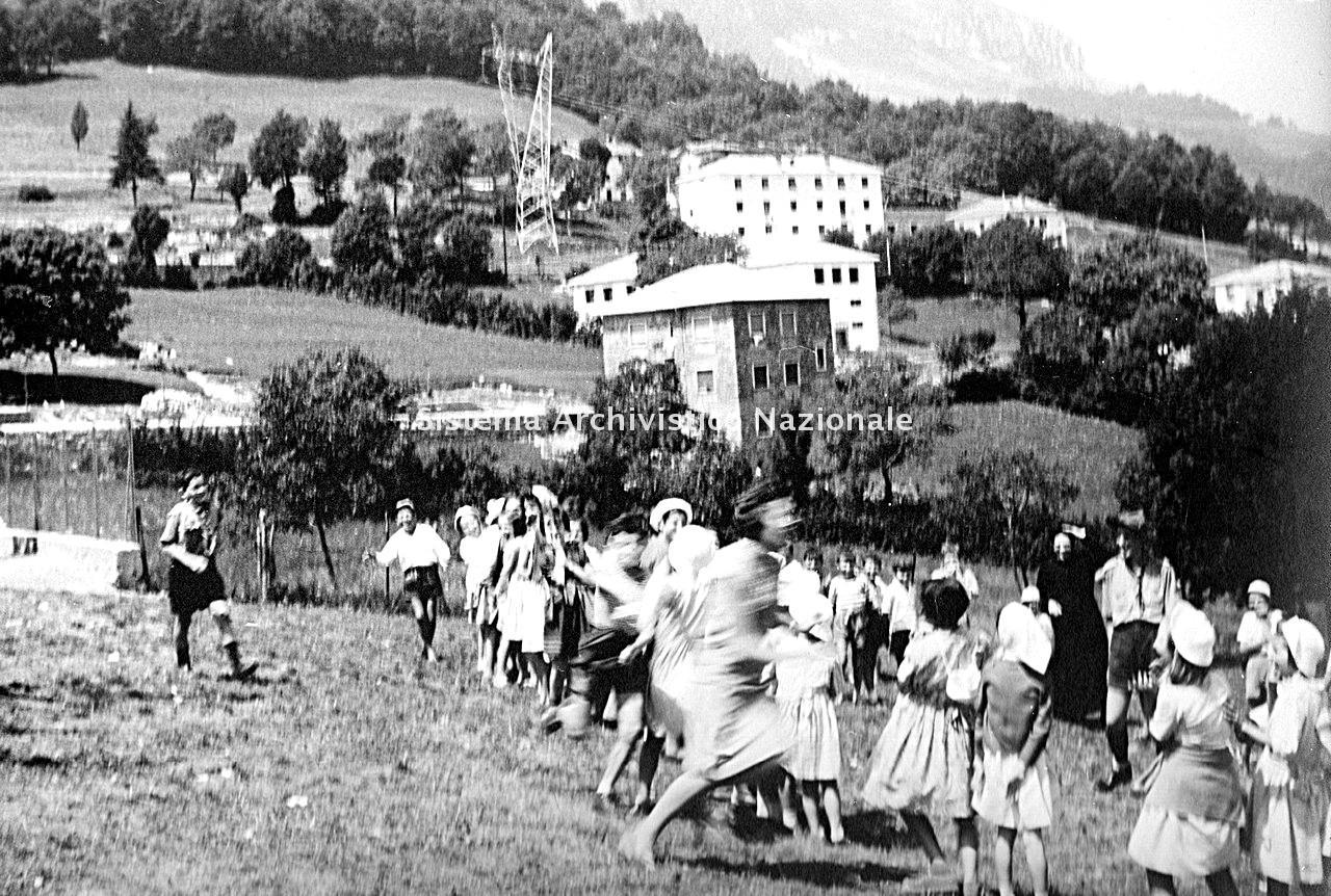 Archivio di Stato di Bergamo, Ente Nazionale per la Protezione Morale del Fanciullo, 9.3 Fotografie non collegate a documenti, 2/113