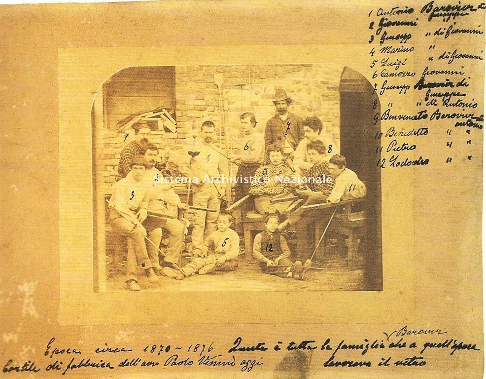 Membri della famiglia Barovier con maestranze, Murano 1875 ca.