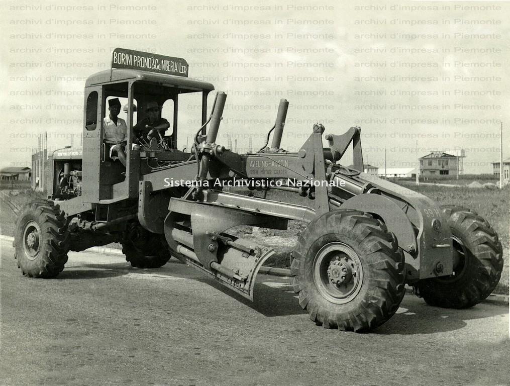 Borini & Prono Costruzioni spa, trattore all'opera, Nigeria anni '60