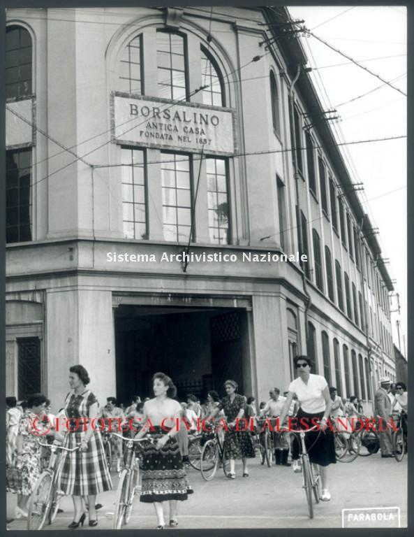 Borsalino, fine turno, Alessandria 1957