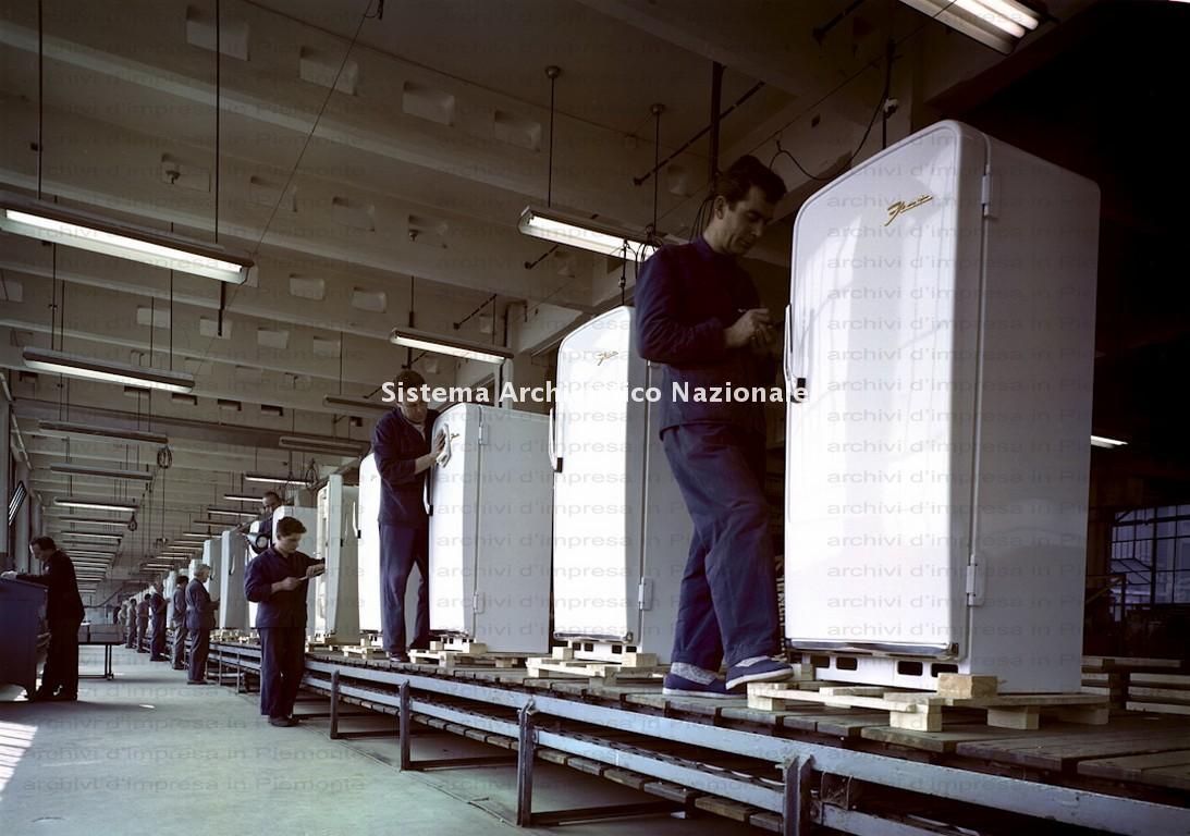 Fiat, linea di montaggio dei frigoriferi, Torino 1959